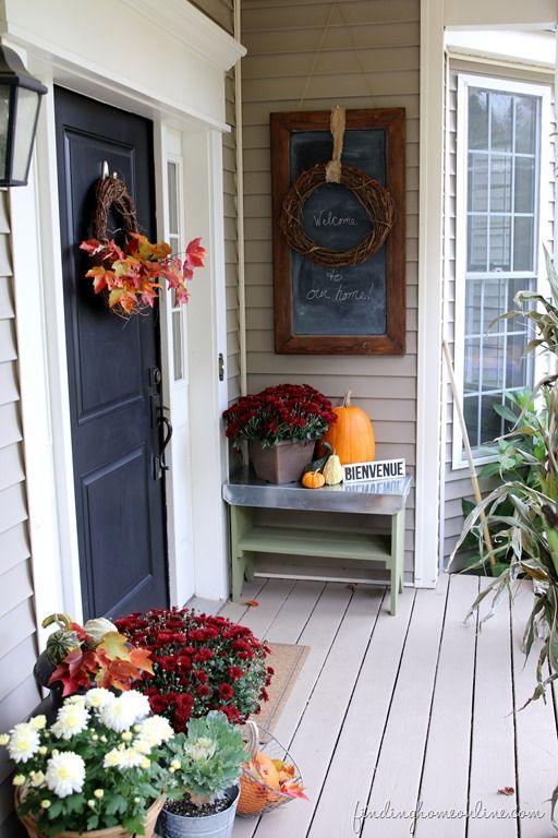 Outdoor fall decorating blogger stylin home tour for Adornos para porches