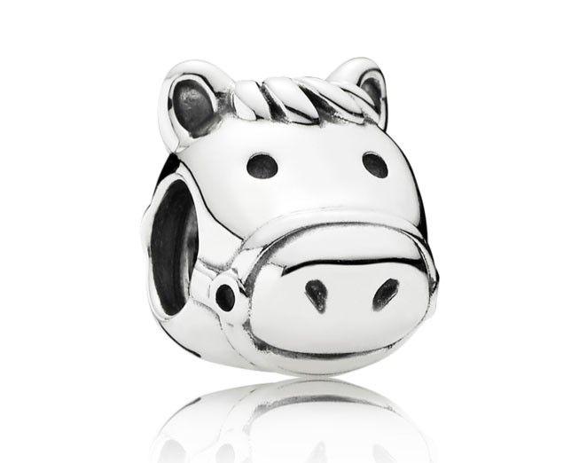 Pandora zilver 'Happy Horse' 791744. De bedel voor de paardenliefbber. Geniet van je hobby met deze bedel aan je armband. Deze bedel symboliseert de vrijheid en blijdschap vann dit adelijke dier. https://www.timefortrends.nl/sieraden/pandora/bedels.html