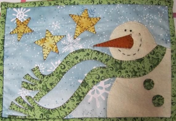 You have to see Snowman Mug Rug on Craftsy! - Looking for quilting project inspiration? Check out Snowman Mug Rug by member Quilt Doodle. - via @Craftsy