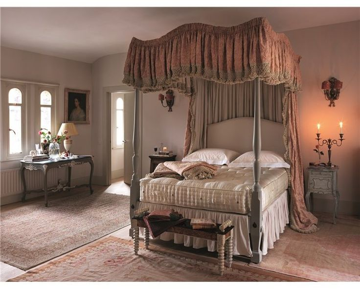 Vispring Bedstead Distinction Mattress - Mattresses - The Vi-Spring Bedstead Distinction is Vi-Springs most luxurious bedstead mattress featuring a twin layer of hand-nestled pocket springs, overlaid with real Shetland and British fleece wool, hand teased long horsetail and cotton.