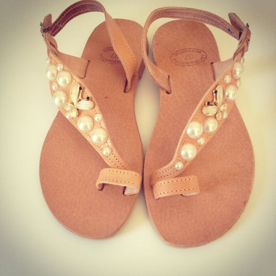 White pearls leather sandals