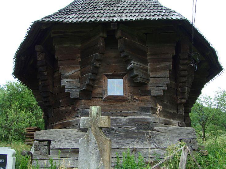 File:Biserica de lemn din Inău, Maramures (12).JPG