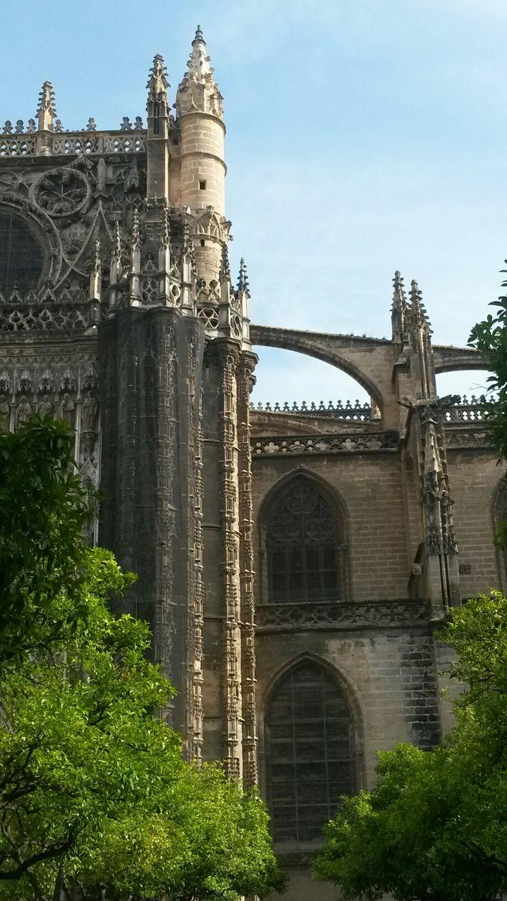 Sevilla. La Catedral desde el Patio de los Naranjos.