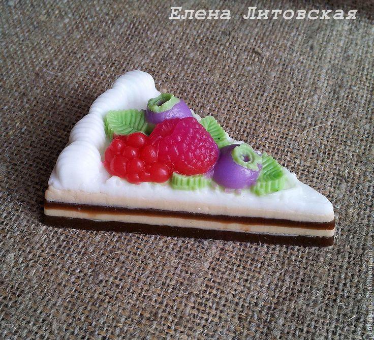 Купить Мыло Кусочек торта с ягодами - комбинированный, мыло ручной работы, мыло в подарок