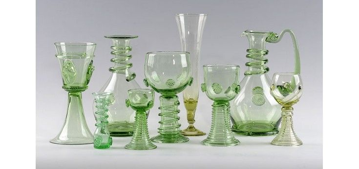 Hand-made replicas of historic glass in the Glass Factory Jakub are made according to the ways of glass processing in medieval times. The greenish colour of this fragile beauty together with small bubbles (characteristic of so-called forest glass) were specific thanks to the manufacturing process. It was especially used in the 14th-16th centuries on furnaces fired with beech wood.