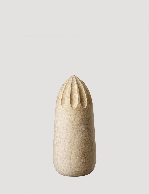 TURN AROUND is a juicer for squeezing citrus fruits. Expertly crafted with the highest quality white beech wood, TURN AROUND is designed to add a touch of Nordic style to a kitchen shelf, worktop or table.
