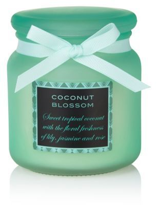 Sweet tropical coconut with the floral freshness of lily, jasmine and rose