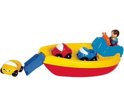 Lekebåt i plast med tre biler og lasterampe