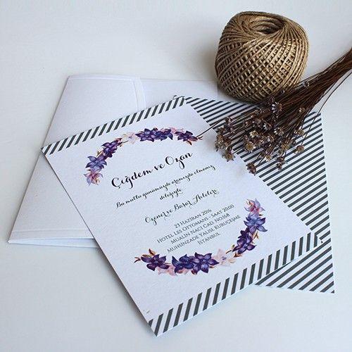 Floral Romance - Açık Pembe ve Mor Çiçekli Modern Çiçekli bir Düğün veya Nikah Davetiyesi Tasarım: © Dört Köşe Davetiye