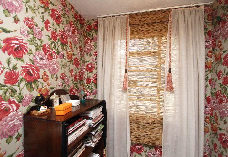 Além de arrematar o ambiente, a cortina filtra a luz e protege do vento, sendo primordial na decoração de qualquer espaço. Karin Killingsworth, proprietária da <a href=http://www.artemarkante.com.br/ target=_blank><u>Arte Markante</u></a>, empresa especializada na confecção de cortinas, ensina um modelo básico que você também pode fazer em casa
