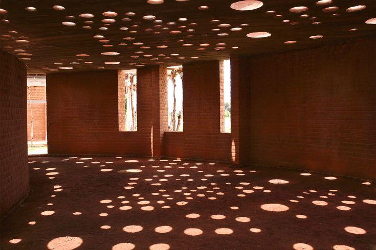 Claraboias de barro: iluminação natural a partir de materiais reutilizados,Cortesia de Kere Architecture                                                                                                                                                                                 Mais