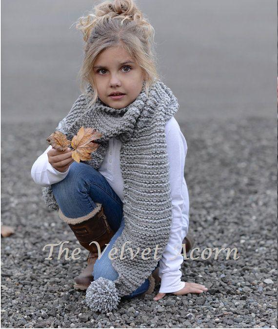 Dies ist eine Liste für The Muster nur für die Grasbüschel Schal  Dieser Schal ist handgefertigt und mit Komfort und Wärme im Verstand entworfen... Ideal für die Schichtung durch der Saison...  Es wäre ein wunderbares Geschenk und natürlich auch etwas für Sie oder Ihr wenig ein zu wickeln in allzu groß machen.  Alle Muster in US AGB geschrieben.  * Größen sind für Kleinkind, Kind und Erwachsener * Sperrige Gewicht-Garn  Sie erreichen mich immer, wenn Sie irgendwelche Probleme mit dem Muster…