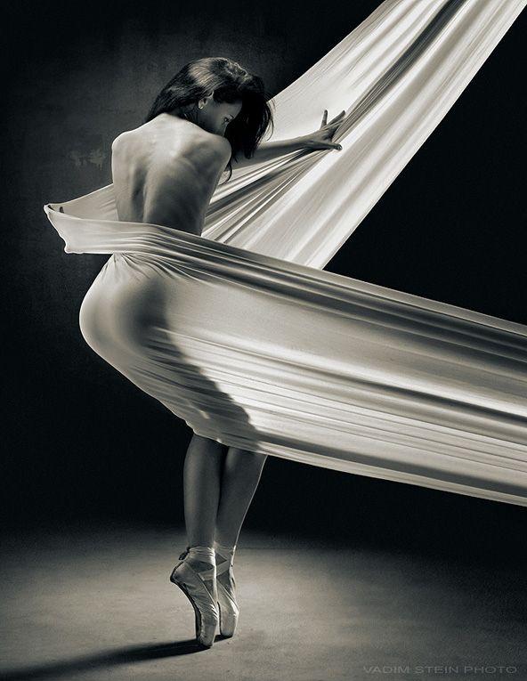 """Untitled"" | Photographer: Vadim Stein, 2012 Frm Juliana Ramos' bd: sensual/nude pics. ✯ Ballet beautie, sur les pointes ! ✯"