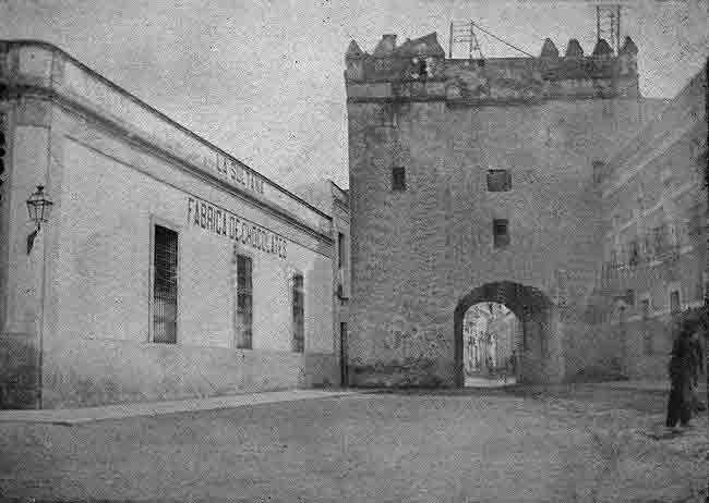 Puerta de Osario demolida en 1905