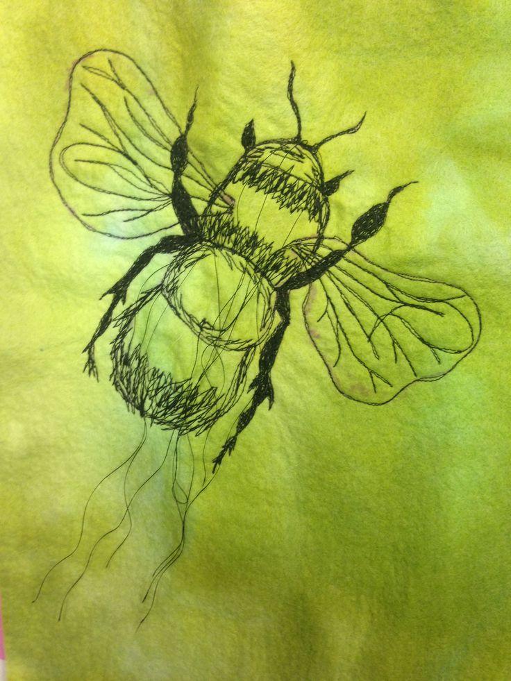 Helen Jenkins- Freehand machine embroidery bumble bee