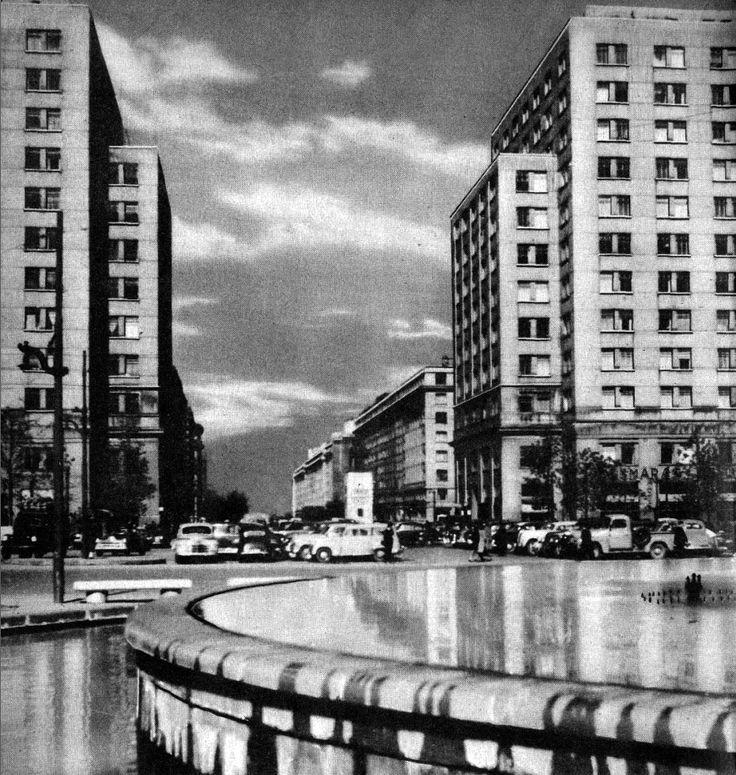 Barrio Cívico de Santiago. Fuente de la Alameda al fondo el inicio del Paseo Bulnes. Ca. 1950