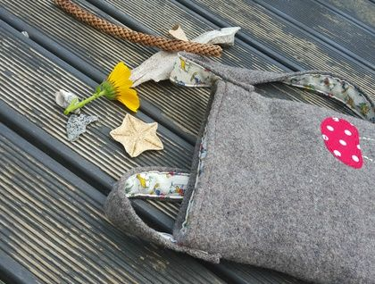 Kid's Foraging Bag - Toadstool Handmade, recycled wool and vintage woodland fabric https://cherryberry.felt.co.nz