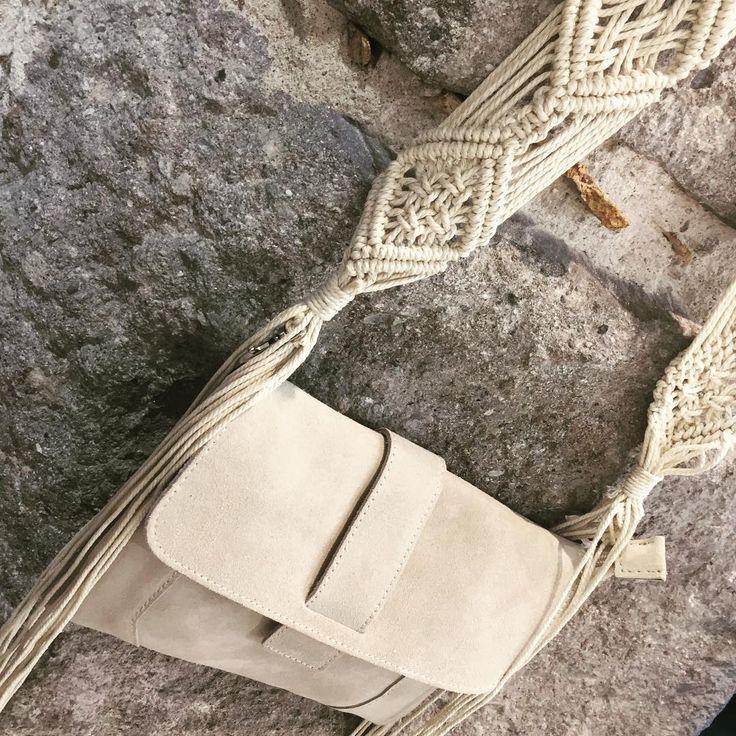 La ⭐️ de l'été: le macramé !  Pochette Camilla et lanière amovible vendues séparément  En boutique et sur www.n31.fr  #macramé #macrame #lanieres #strap #laniereamovible #corde #tissage #bags #bagstrap #n31 #n31_saint_etienne #sainté #saintétienne #saintetienne #shopping #stephanois