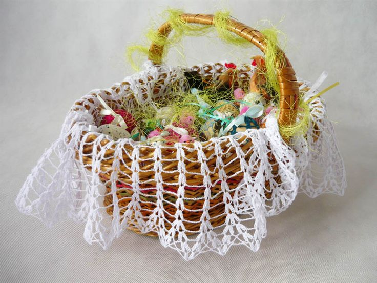 crochet napkin on Easter basket  from MariArt by DaWanda.com Round napkin hand-made on crochet. #Easter #Easterbasket #MariAndAnnieArt #Wielkanoc #koszyk