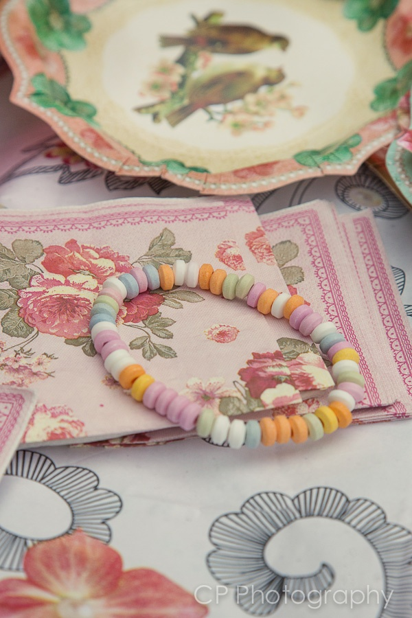 Pretty vintage napkins, the candy sweet necklace is part of the goody bag!