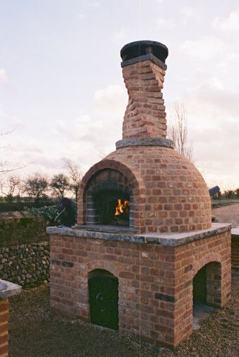 Jamie Oliver's outdoor oven, inspiration for next spring's yard project!