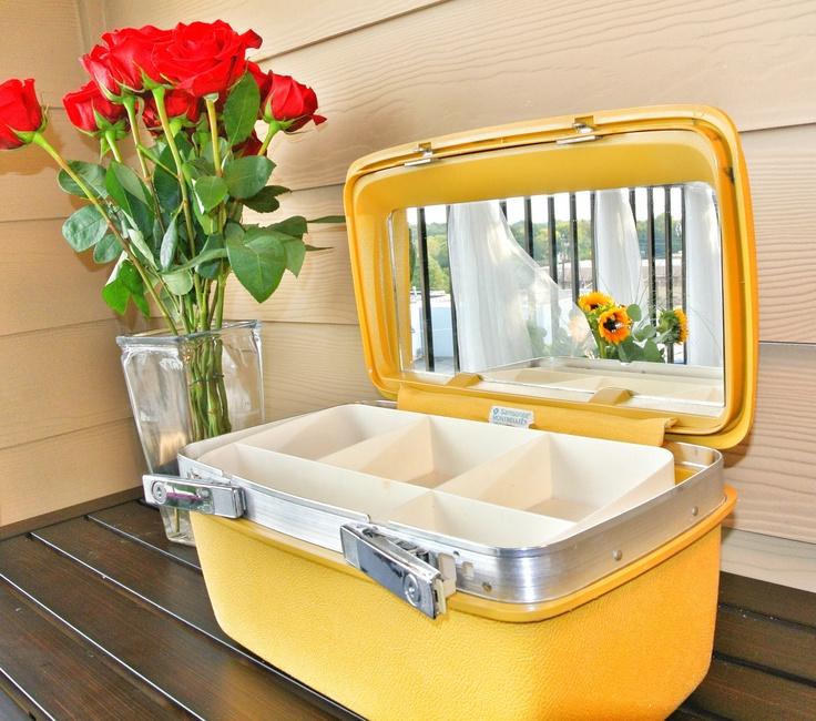 1000 images about vintage vanity case on pinterest. Black Bedroom Furniture Sets. Home Design Ideas