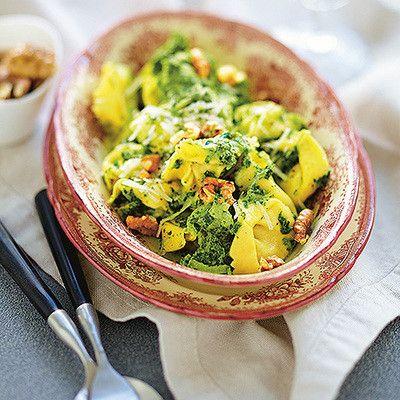 Färsk tortellini med gräddstuvad grönkål