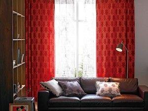 カーテンの色の選び方!和室やフローリングでのカーテンは ... 赤色のカーテン