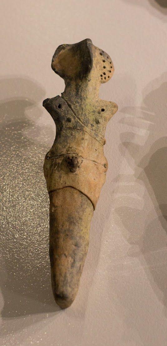 Cucuteni-Trypillian culture figurine from Bilcze Złote (Ukraine). 3900-2700 BCE. Archaeological Museum in Kraków