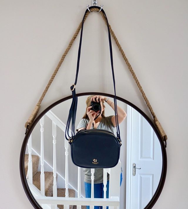 My bargain handbag which Im so excited to use  hit the link in my bio for my latest vlog  . . . #handbag #selfie #hangingmirror #style #instalifestyle #lbloggers #vlogger #newvlog #radleybag #youtubevideo #interiordesign #styleinspo #springstyle #canon #dslr #trend #mirrorselfie #keepitreal #navybag #nebloggers #fashionstyle #bloggersuk #fashioninsta #fashion #fashiondiaries #picoftheday #styleblogger #instafashion #marksandspencer #luxeliving