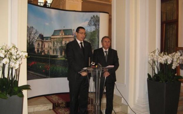 """Preşedintele PSD, premierul Victor Ponta, va fi sâmbătă la Iaşi. Şi nu va veni singur, ci cu Liviu Dragnea, vicepremierul ţării şi, totodată, ministrul Dezvoltării Regionale şi Administraţiei Publice. Cei doi vor participa la alegerile interne pentru şefia PSD Iaşi. Singurul candidat este actualul preşedinte al filialei judeţene, primarul Gheorghe Nichita.    """"Alegerile vor avea loc la Teatrul Naţional şi sunt aşteptaţi toţi membrii de partid"""", spun social-democraţii."""