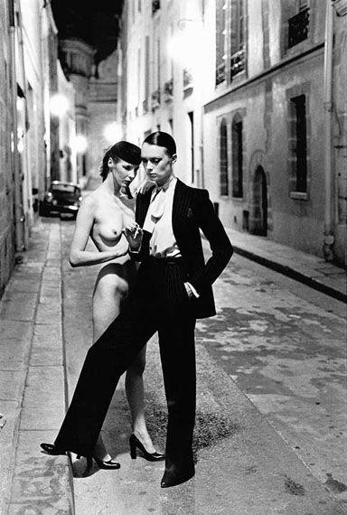 "Helmut Newton, ""Rue Aubriot"" (1975). Técnica: analógica. Corriente: Fotografía de moda."