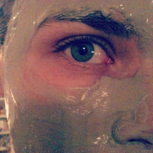 Bentonite Clay mask... Pull it all out!