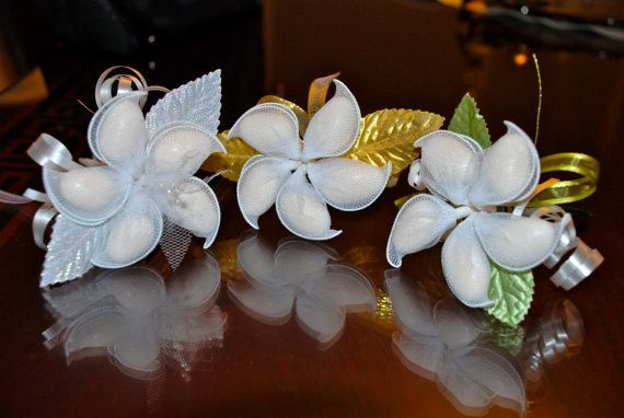 Jordan Almonds Wedding Favors: Elegant blossoms for your bombonieres. Available from Etsy vendor AthenasFavorMeAlways, $6.20 each with almonds.