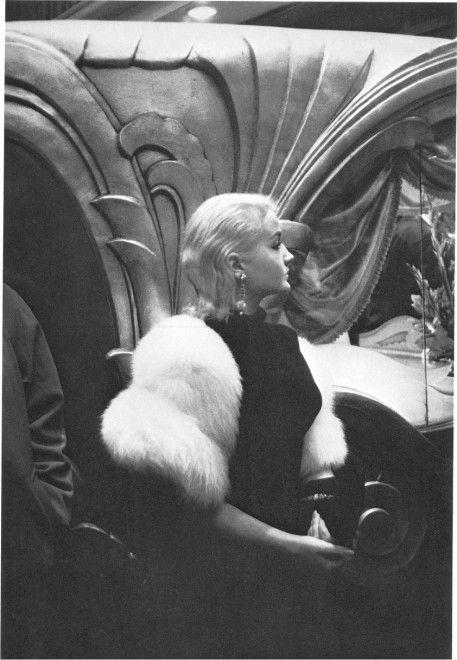 Movie Premiere, Hollywood, 1955. © Robert Frank