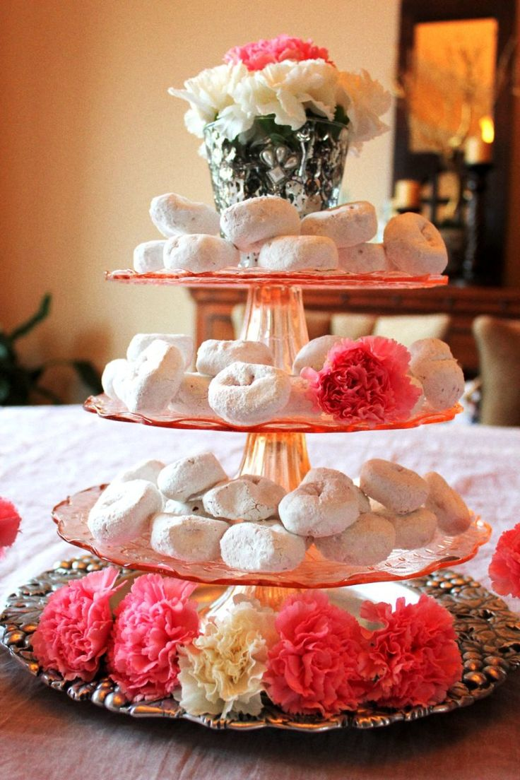 Valentine table decorations pinterest - Amazing Cool Centerpiece For Table Decoration Design Ideas Inspiring Accessories For Dining Room Decoration Using Round White 3 Level Cake Fountain