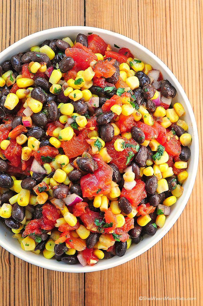 Black Bean Corn Salsa by shewearsmanyhats ****Lekker, alles op eht oog gedaan (alle ingredienten exact) + tacoseasoning en suiker. In een zelfgemaakte pita gegeten****
