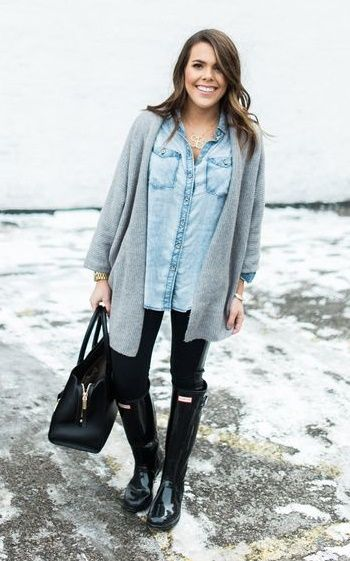 chambray & hunters - Glitter & Gingham. Chambray button up+black leggins+black Hunter boots+grey knit open cardigan+black tote bag+gold jewelry. Winter Casual Outfit 2017