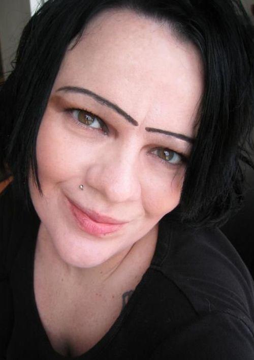 Worst Eyebrows Ever! Funny Eyebrows, Bad Eyebrows Fashion fails, bad makeup…