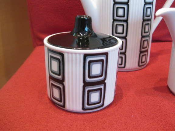 17 best images about lilienporzellan wilhelmsburger ostmark keramik on pinterest art deco. Black Bedroom Furniture Sets. Home Design Ideas