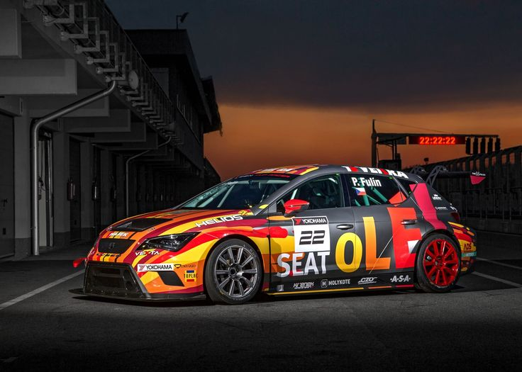 Noční fotografie SEAT Leon Cup Racer na Slovakiaringu. Foto: Petr Frýba