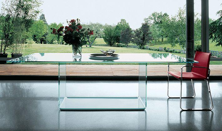 Pi di 25 fantastiche idee su tavoli di vetro su pinterest - Cosce aperte sotto il tavolo ...