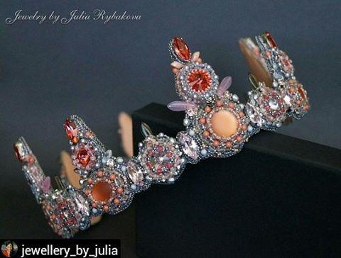 """#EzRepost @jewellery_by_julia with @ezinsaveapp  Обычно я растягиваю удовольствие и не публикую фотографии друг за другом. Но в этот раз, я и так слишком долго терпела))) поэтому показываю работу """"Королева Рассвета"""" полностью!! #handmade_ru_jewellery"""