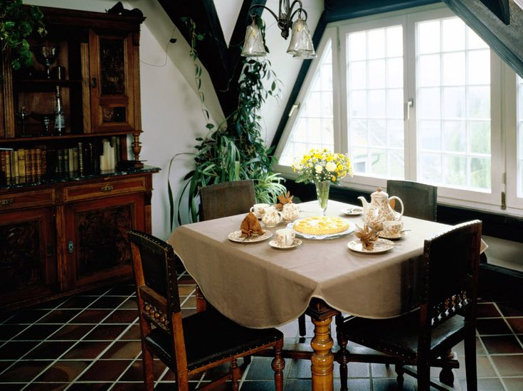 Small Dining Rooms Decorating