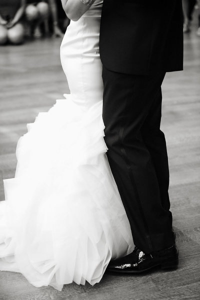 style me pretty - real wedding - usa - north carolina - charlotte wedding - the mint museum uptown - bride & groom - first danceVera Wang, First Dance, Brides Grooms, Idodetailsevents Com, Floral Design, Consultant Plans, Style Me Pretty, Events Plans, Events Consultant