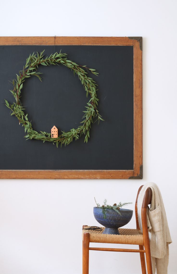 IDEA for Scandinavian minimal Christmas style 2017: Decorate your eucalyptus Christmas wreath with one of the HEIM-tiny houses and top it off by putting a led light in it!   HEIM houses, set of 12 pre-fab paper houses € 15,95   super easy to build (all is pre-cut and pre-folded). Buy 2 sets and make an advent village using the house number stickers provided!