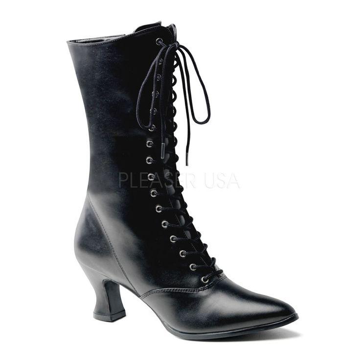 Victoriaanse enkellaarsjes met lage hakken en veters en hier te zien in het zwart.