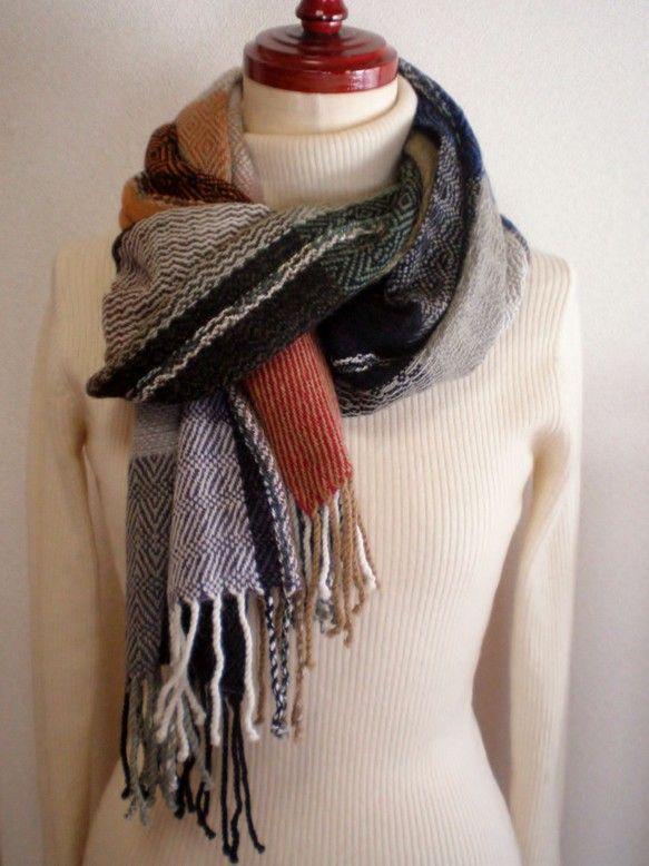 *幅*   36㎝*長さ*  188㎝*房*   12㎝×2*全長*  212㎝素材  ラムウールの紡績糸横糸を変える度に、綾織りの柄をひとつずつ...|ハンドメイド、手作り、手仕事品の通販・販売・購入ならCreema。