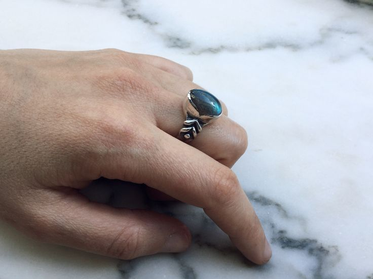 Hand sculpted ring in silver with labradorite