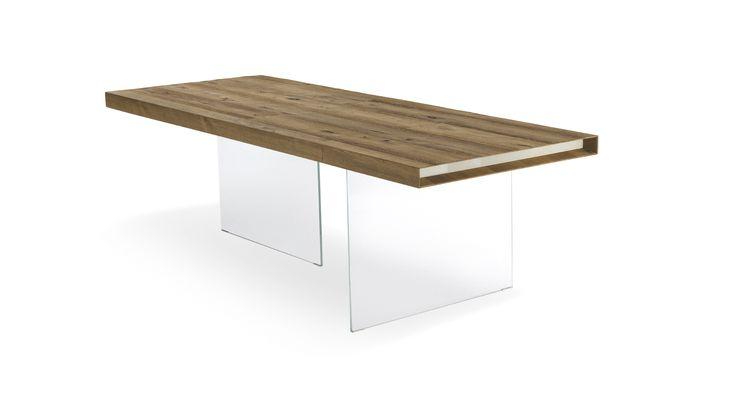 Cтол Air кажется подвешенным в воздухе. Как и вся дизайнерская мебель коллекции Air, он прекрасно дополняет другую мебель LAGO, в частности, полку Air.